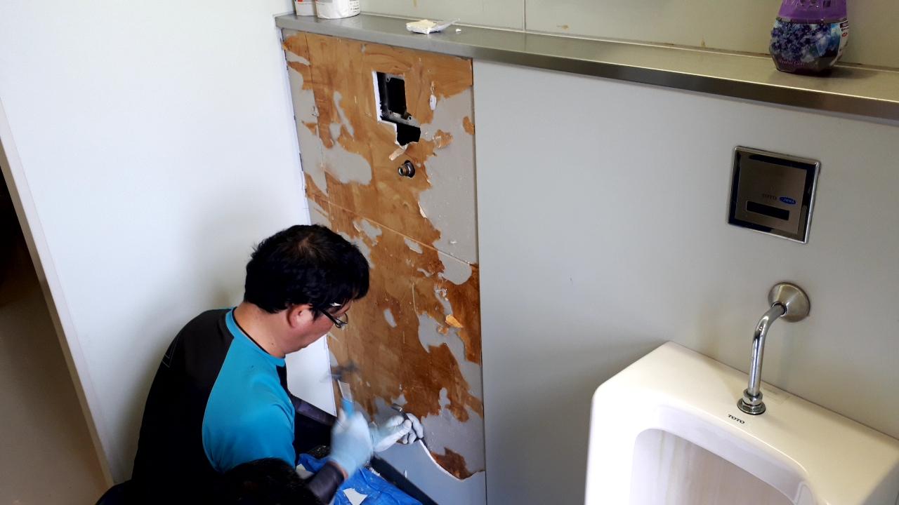 トイレ 壁 掃除 トイレ掃除の基本をプロが解説!手順・道具・ポイント